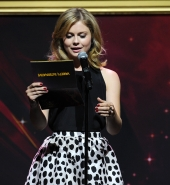 rosemciversource-36collevetvawards_281429.jpg